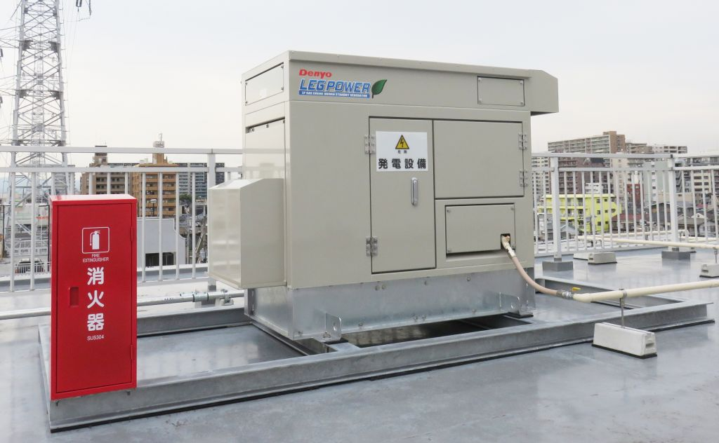 本社ビルの屋上にプロパンガス発電機設置